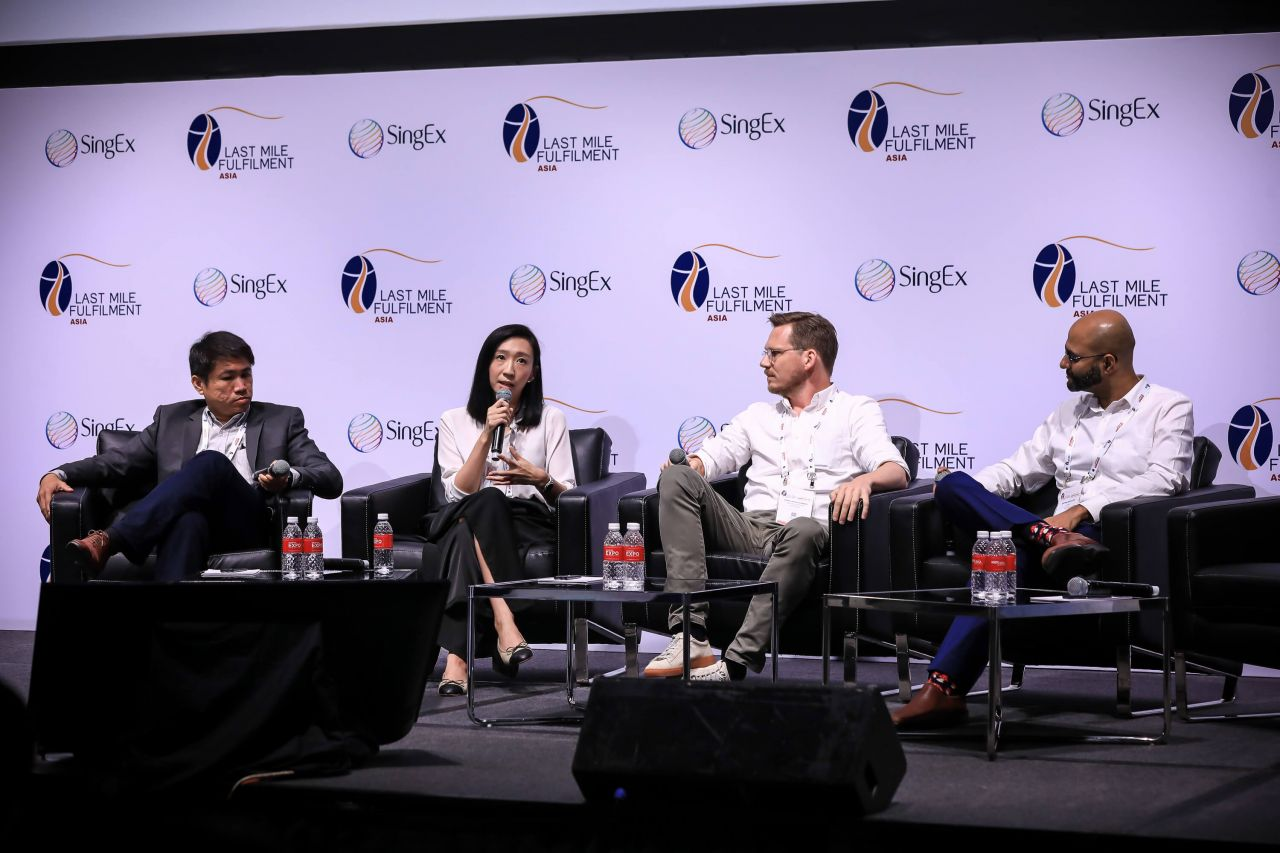 Panel members discuss modernising traditional retail models via an omni-channel approach in the e-Commerce fulfilment industry