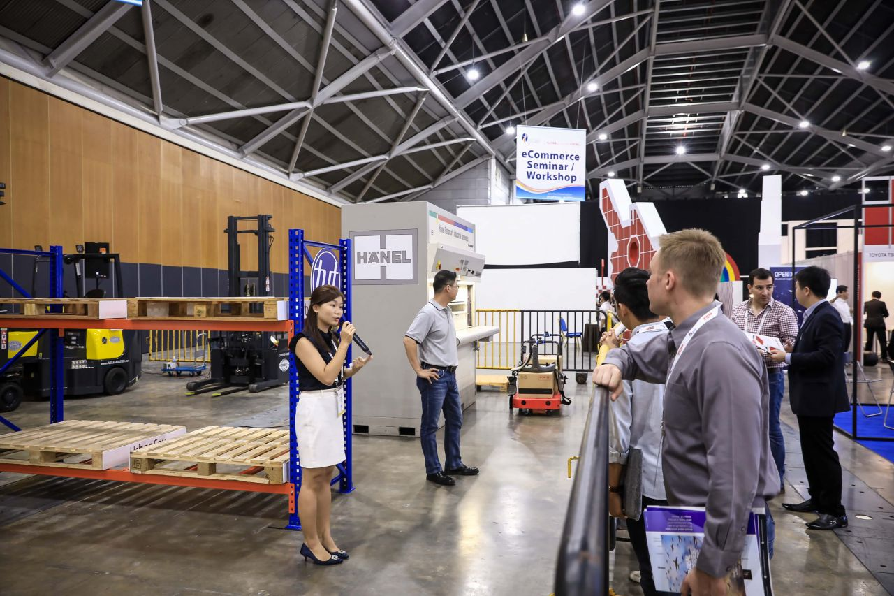 Interactive demo zone for warehouse and materials handling solutions – By Paves, UrbanFox and tyt