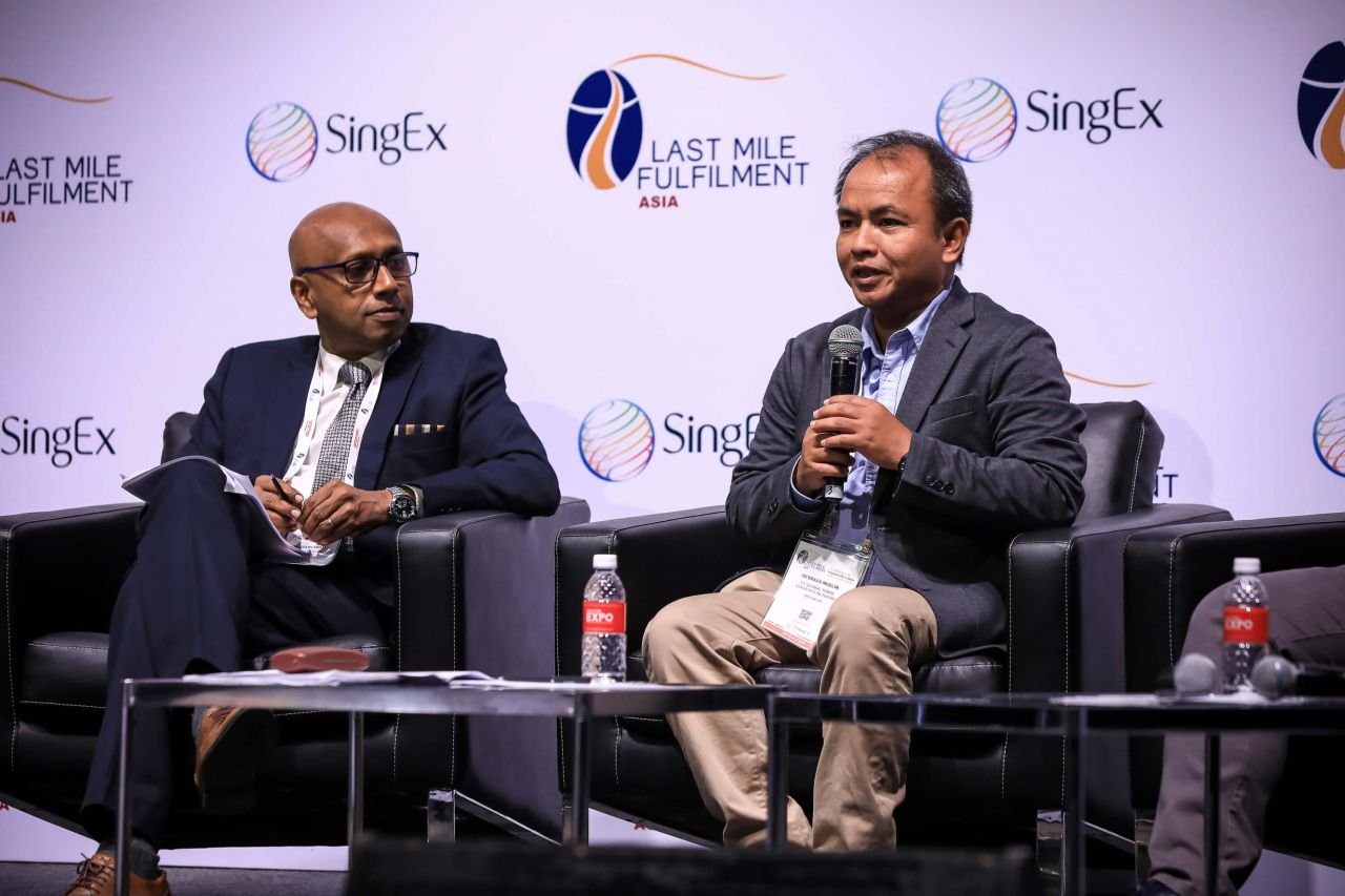Shanmuga Retnam of Mekong Fulfilment Consortium and Desraza Muslim of PT Global Trade Logistics Network (GTLN) in a joint closing plenary on ASEAN Single Window & What it means for E-commerce